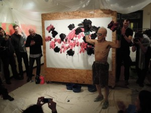 Ushio Shinohara's painting, created by boxing with the canvas